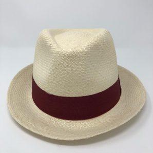 """Ein Klassiker, der nie aus der Mode kommt. Echte Panamahüte aus Ecuador, kühlend und atmungsaktiv, in Handarbeit gefertigt. Seit langer Zeit ein Wahrzeichen für Kunsthandwerk aus Ecuador, zu 100% aus """"Paja Toquilla"""" händisch geflochten."""